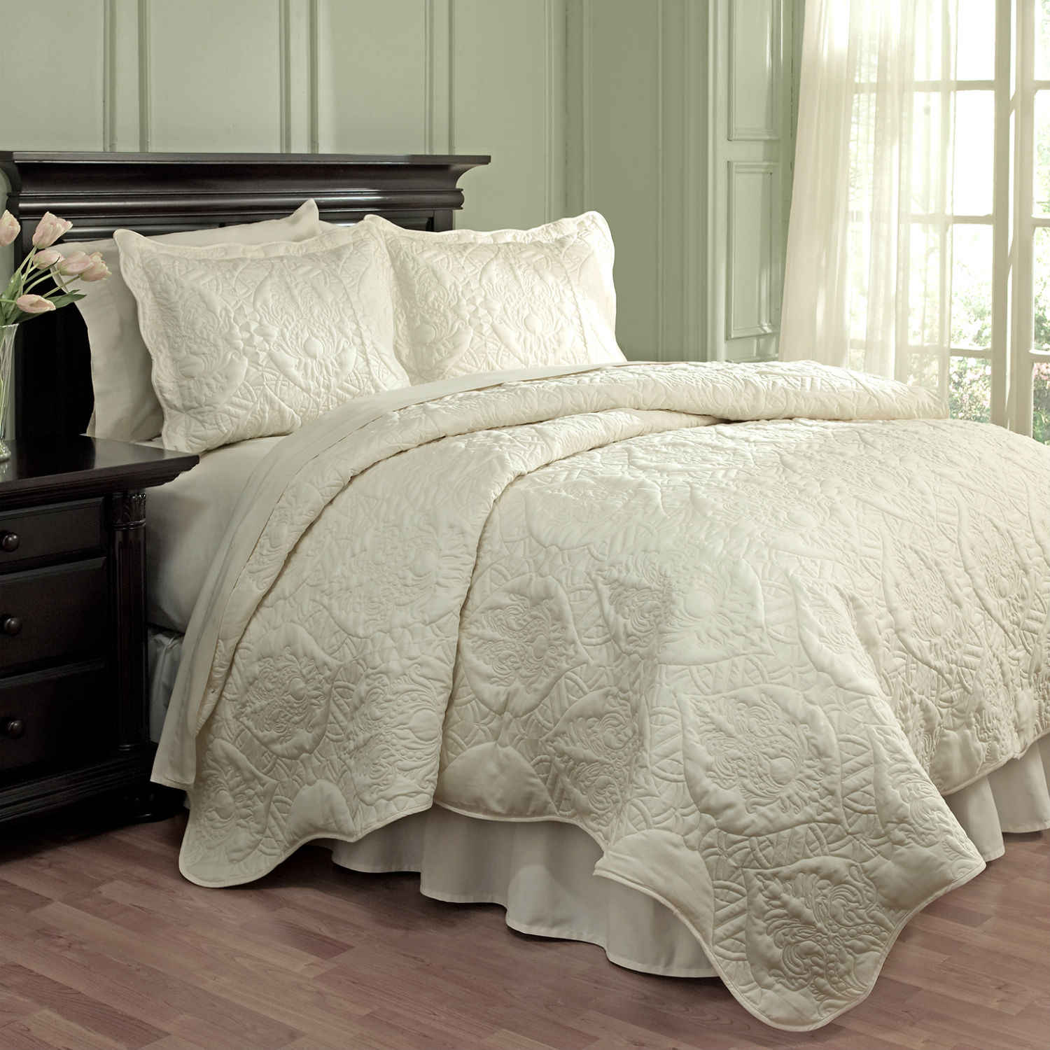 Scalloped Bedding Solid Color Matelasse Bedspreads Pair