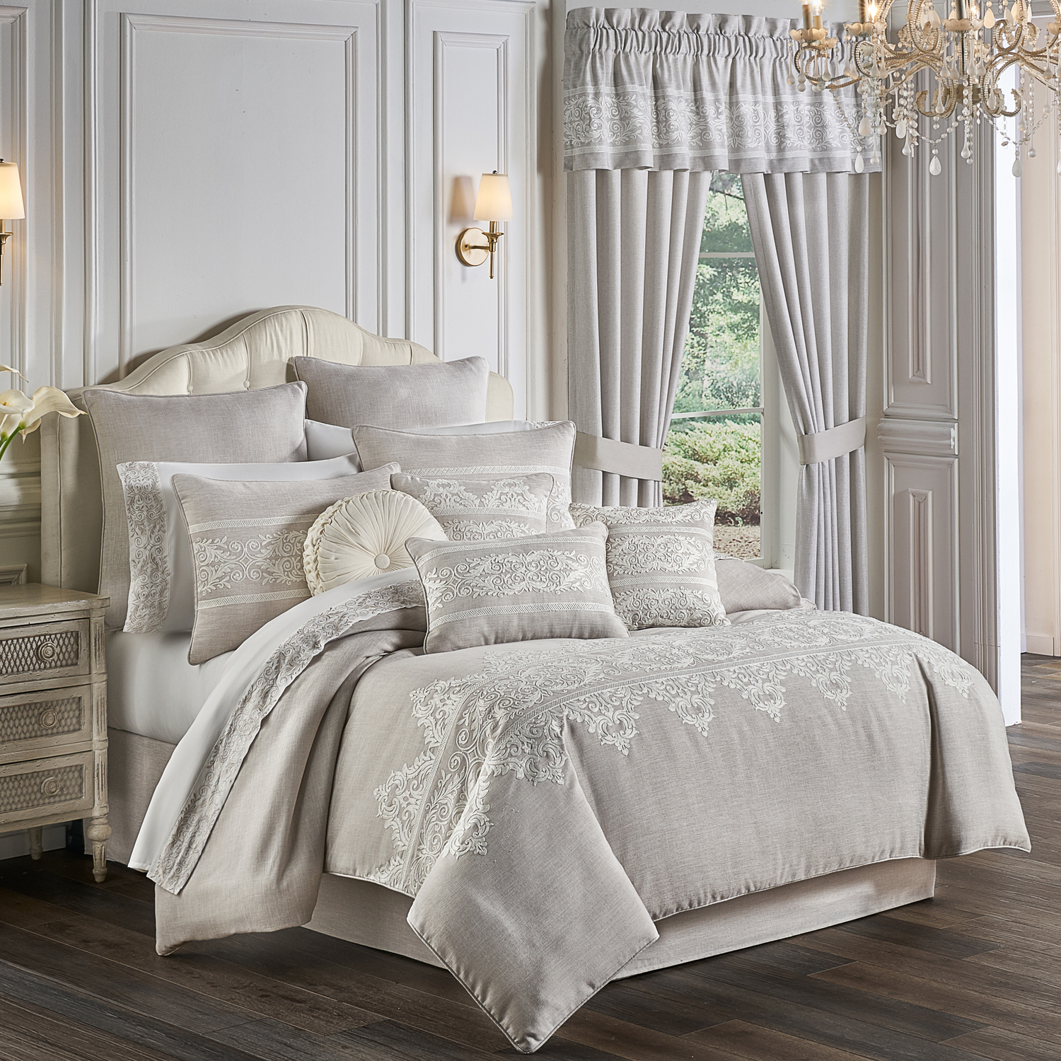 Maryanne by Five Queens Court Bedding
